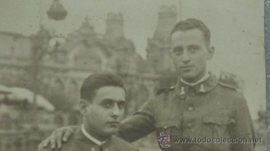 Militaria: Gran fotografia de carton de dos militares españoles ingenieros zapadores con chambergo. - Foto 2 - 25626147