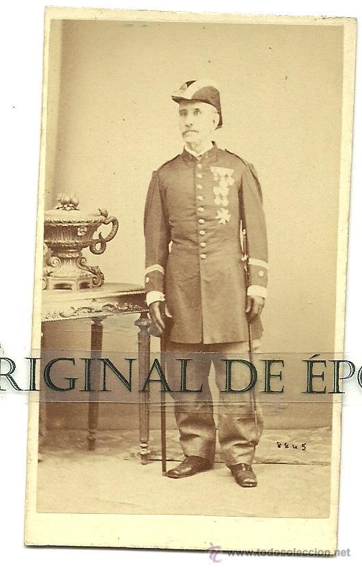 (PE-6)FOTOGRAFIA ALBUMINA SIGLO XIX TENIENTE CORONEL CON MEDALLAS (Militar - Fotografía Militar - Otros)