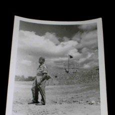 Militaria: ANTIGUA FOTOGRAFÍA ORIGINAL, CAMPAMENTO MILITAR LOS CASTILLEJOS, TARRAGONA, AÑO 1953.. Lote 26296217