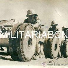 Militaria: REINO UNIDO. FOTOGRAFIA DE PRENSA ORIGINAL DE LA 2ª GUERRA MUNDIAL. THE DESERT BLACKSMITH. Lote 26384740
