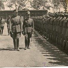 Militaria: FOTOGRAFIA DE WERNER VON BLOMBERG, MINISTRO DE DEFENSA Y MARISCAL DEL TERCER REICH, PASANDO REVISTA. Lote 26806662