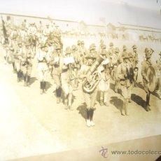 Militaria: FOTOGRAFÍA ANTIGUA. BANDA DE MÚSICA DE LA LEGIÓN, AÑOS 20. PÁGINA DE REVISTA, ENMARCABLE.. Lote 27376389