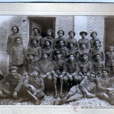 Militaria: CURIOSA FOTOGRAFIA DE MILITARES. CARLISTAS ??? REQUETE ??? CON GORRA. 17 X 12 CM.. Lote 27661132