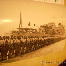 Militaria: FOTOGRAFÍA ANTIGUA. LA LEGIÓN EN EL PUERTO DE MÁLAGA, 1968. PÁGINA DE PRENSA, ENMARCABLE.. Lote 27890442