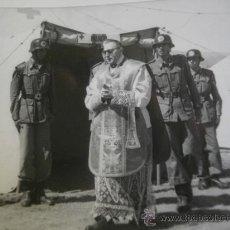 Militaria: FOTOGRAFÍA SOLDADOS CRUZ ROJA. 1952. Lote 28636500