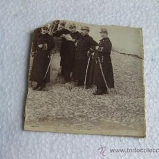 Militaria: TROZO DE FOTOGRAFIA CON OFICIALES DE INFANTERIA - FINALES S XIX. Lote 29000320