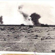Militaria: FOTOGRAFIA DE GRAN FORMATO DE LA II GUERRA MUNDIAL - ATAQUE DE ROMMEL AL AVANCE INGLES EN LIBIA. Lote 29102484