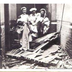Militaria: FOTOGRAFIA DE GRAN FORMATO DE LA II GUERRA MUNDIAL - ENFERMERAS EN MANCHESTER . Lote 29103156
