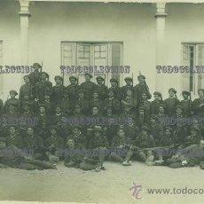 Militaria: ANTIGUA FOTO DE UNA BATERÍA DE ARTILLERÍA MANDADA POR UN ALFEREZ 17,5 X 11,5 M ENTRE 1926 Y 1930. Lote 29169860