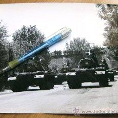 Militaria: FOTOGRAFIA DE LOS AÑOS 70 DE CARROS DE COMBATE DESFILANDO EN LA CASTELLANA - MADRID. Lote 29220308