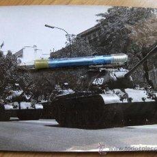 Militaria: FOTOGRAFIA AÑOS 70 DE CARROS DE COMBATE DESFILANDO EN LA CASTELLANA - MADRID. Lote 29220340