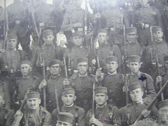 Militaria: Fotografia de grupo de militares españoles - Rgto 11 San Fernando Melilla? - Foto 2 - 29319113