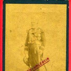 Militaria: FOTO MILITAR, ALBUMINA, SABLE Y CONDECORACIONES , FOTOGRAFO GISPERT MADRID, GRANDE , ORIGINAL, B42. Lote 29779293