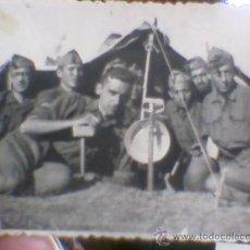 Militaria: FOTO FOTOGRAFIA SOLDADOS CAMPAMENTO EN TIENDA CAMPAÑA AÑOS 40. Lote 30397809