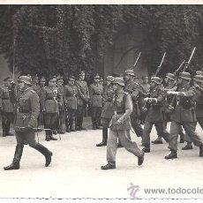 Militaria: DESFILE DE LA AGRUPACIÓN DE INTENDENCIA Nº2 DE SEVILLA ANTE EL CORONEL LUIS ULLOA. 1948. Lote 30547975
