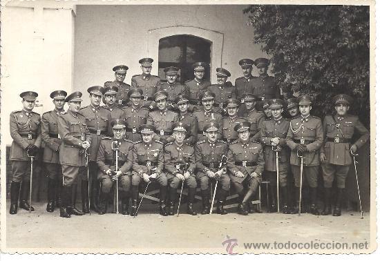 MOMENTO DE LA PRESENTACIÓN OFICIAL DEL CORONEL ULLOA ANTE LA AGRUP. DE INTEND. 2 DE SEVILLA. 1948 (Militar - Fotografía Militar - Otros)