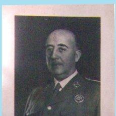 Militaria: 1964.- FOTO DEL CAUDILLO GRAL. FRANCO CON LA SERIE FILATELICA XXV AÑOS DE PAZ CON MAT. PRIMER DIA . Lote 30916381