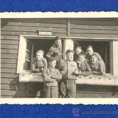 Militaria: FOTOGRAFIA UN GRUPO DE SOLDADOS ALEMANES DE LA WEHRMACHT POSANDO A CAMARA, 1943, 2ª GUERRA MUNDIAL.. Lote 30998740