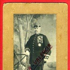 Militaria: FOTOGRAFIA MILITAR, ESPAÑOL CON MEDALLAS Y CONDECORACIONES, SABLE, DERREY VALENCIA, ORIGINAL, P14. Lote 31225222