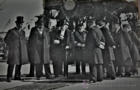 LLEGADA Y ESPERA DE PERSONALIDADES EN EL PUERTO DE BARCELONA A ALFONSO XIII (Militar - Fotografía Militar - Otros)