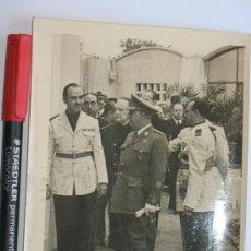 Militaria: FOTO DE PRENSA DEL GENERAL FRANCO CON JERARCAS DE FALANGE. AÑOS 50.VER MÁS FOTOS.. Lote 31735230