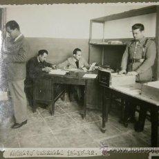 Militaria: FOTO DE 17.5 X 11.5, ARCHIVO GENERAL, POLICÍA ARMADA, 15/12/42. Lote 31759117
