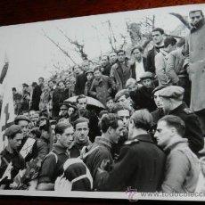 Militaria: FOTOGRAFIA DEL FUNERAL POR JOSE ANTONIO PRIMO DE RIVERA, GUERRA CIVIL, MIEMBROS DE LA FALANGE, CELEB. Lote 31927988