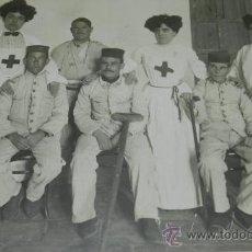 Militaria: ANTIGUA FOTOGRAFIA GUERRA DEL RIF, ENFERMERAS DE LA CRUZ ROJA Y HERIDO EN EL HOSPITAL DE CABAÑAL (CA. Lote 31964965