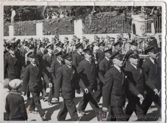 MARCHA CON ESTANDARTE - FOTOGRAFIA ORIGINAL DE LA SEGUNDA GUERRA MUNDIAL (Militar - Fotografía Militar - II Guerra Mundial)