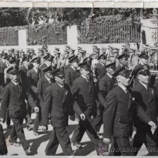 Militaria: MARCHA CON ESTANDARTE - FOTOGRAFIA ORIGINAL DE LA SEGUNDA GUERRA MUNDIAL. Lote 31965793