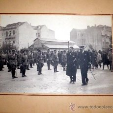 Militaria: FOTOGRAFIA HISTORICA DEL CONDE CIANO- MINISTRO DE EXTERIORES ITALIANO- PASANDO REVISTA AL EJERCITO. Lote 32034229