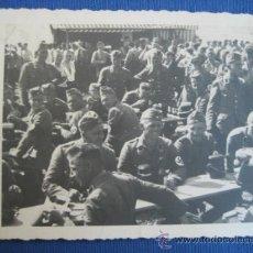 Militaria: FOTO ORIGINAL SOLDADOS COMIENDO WW2 III REICH. Lote 32177166