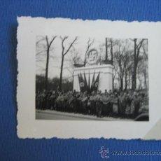 Militaria: FOTO ORIGINAL ALEMANIA SOLDADOS JUNTO MONUMENTO WW2 III REICH. Lote 32177282