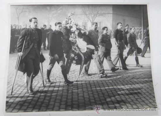 ANTIGUA FOTOGRAFIA ORIGINAL 1939, ENTIERRO DE JOSE ANTONIO PRIMO DE RIVERA EN SAN LORENZO DE EL ESCO (Militar - Fotografía Militar - Guerra Civil Española)