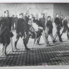 Militaria: ANTIGUA FOTOGRAFIA ORIGINAL 1939, ENTIERRO DE JOSE ANTONIO PRIMO DE RIVERA EN SAN LORENZO DE EL ESCO. Lote 32301448