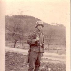 Militaria: ANTIGUA FOTOGRAFIA POSIBLEMENTE SEGUNDA GUERRA MUNDIAL - 9X6.5 CM. Lote 32967525