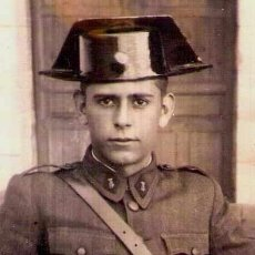 Militaria: GUARDIA CIVIL, ANTIGUA FOTOGRAFIA DE JOVEN GUARDIA EN LA ACADEMIA, AÑO 1946, ACADEMIA DE VALDEMORO. Lote 33684990