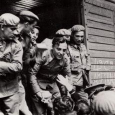 Militaria: ÚLTIMAS DESPEDIDAS, PARTIDA DE LA DIVISIÓN AZUL, MADRID 1941, REPRO DE FOTO HISTÓRICA- CLC. Lote 34674769