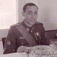 Militaria: DIVISION AZUL,FOTO OFICIAL ESPAÑOL,AÑOS 40, CONDECORACION MEDALLA DE RUSIA INVIERNO Y MERITO MILITAR. Lote 34981094
