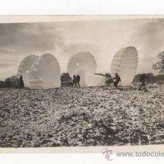 Militaria: FOTOGRAFÍA ORIGINAL. PARACAIDISTAS DE LA R.A.F. ROYAL AIR FORCE BRITÁNICA. SEGUNDA GUERRA MUNDIAL.. Lote 35026429