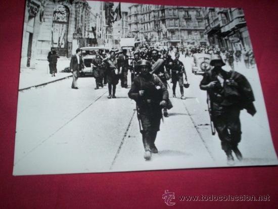 FOTO SOLDADOS NACIONALES ENTRANDO EN BILBAO, ORIGINAL 1936 VIZCAYA EUSKADI PAIS VASCO GUERRA CIVIL (Militar - Fotografía Militar - Guerra Civil Española)