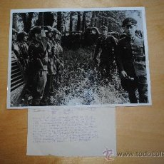 Militaria: FOTOGRAFIA DE AGENCIA. PK/OKW. EL MARISCAL ROMMEL INSPECCIONA LA MURALLA DEL ATLANTICO. 24X18CM. Lote 35793335