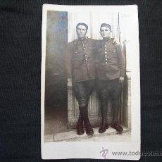 Militaria: ANTIGUA FOTO DE DOS SOLDADOS ARTILLERIA - EPOCA ALFONSO XIII. Lote 35979905