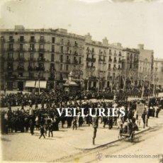 Militaria: DESFILE MILITAR BARCELONA. ESTEREO CRISTAL POSITIVO. HACIA 1915. 4,5 X 10,5 CM. Lote 35996837