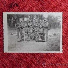 Militaria: ANTIGUA FOTO MILITARES INFANTERIA WEHRMACHT GRANADAS MAUSER 2ª G.M DEDICATORIA EN CASTELLANO N-161. Lote 36142519