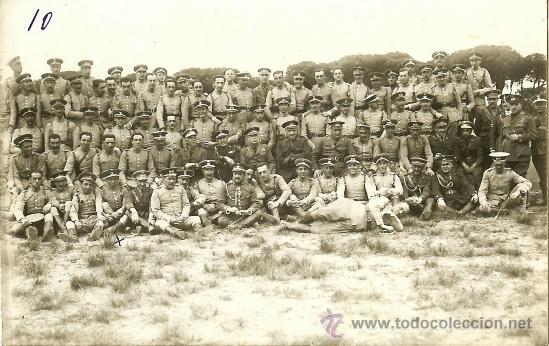FOTOGRAFÍA POSTAL DE JEFES - OFICIALES Y SOLDADOS DE CABALLERÍA - HACIA 1920 (Militar - Fotografía Militar - Otros)