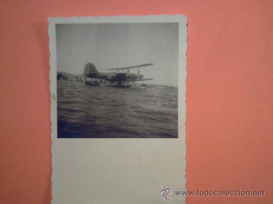 FOTO SEGUNDA GUERRA MUNDIAL - AVIÓN ALEMAN AMERIZANDO (Militar - Fotografía Militar - II Guerra Mundial)