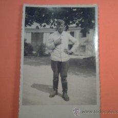 Militaria: FOTO SEGUNDA GUERRA MUNDIAL - MILITAR EN TRAJE DE FAENA -. Lote 36841257