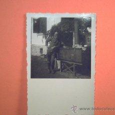 Militaria: FOTO DE LA SEGUNDA GUERRA MUNDIAL - MILITAR JUNTO A COCINA DE CAMPAÑA. Lote 36841393
