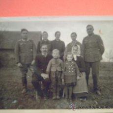 Militaria: FOTO SEGUNDA GUERRA - FAMILIAR DE DOS MILITARES Y CIVILES . Lote 36841529